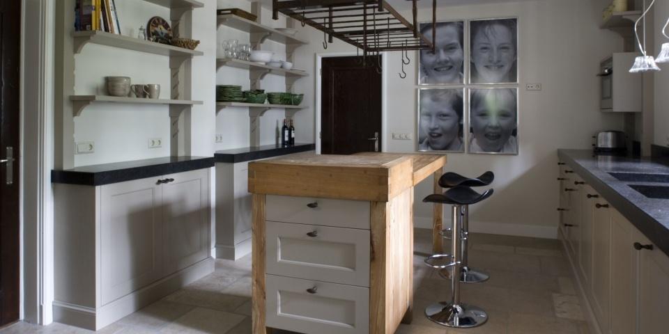 Grijze Keuken Landelijk : landelijke-klassieke-keuken-sandkuijl-04