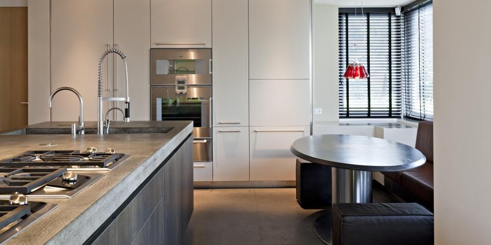 Hollands Maatwerk: Moderne greeploze keuken