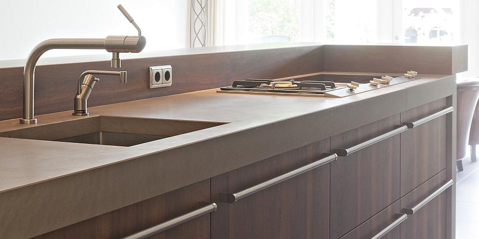 Natuursteen Keuken Werkblad : De landelijk moderne keuken is voorzien van luxe keukenapparatuur. De