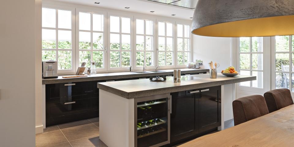 Keuken Zwart Mdf : zwarte-hoogglans-keuken-stoutenburg-banner-02