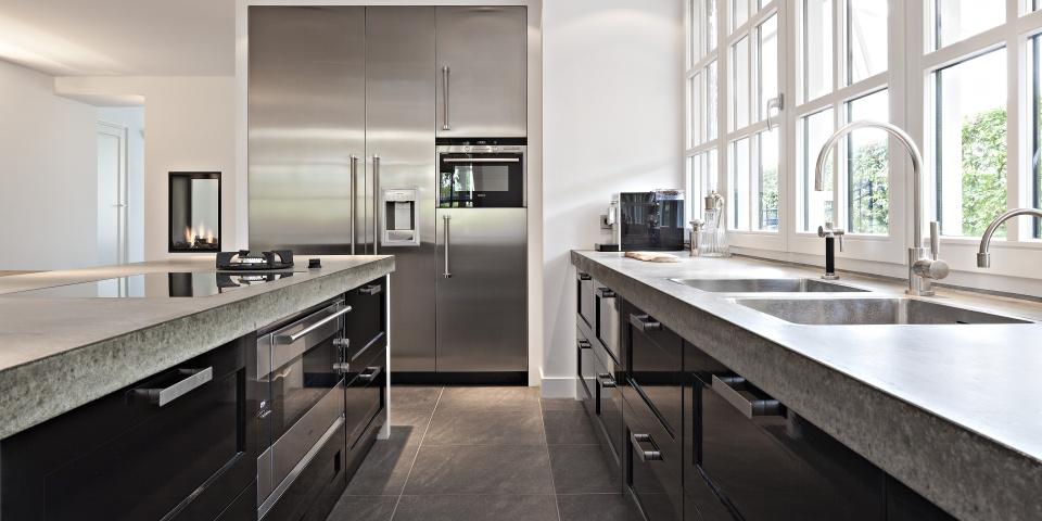 Keuken Zwart Blad : Hoogglans Witte Keuken Met Zwart Blad : zwarte hoogglans keuken