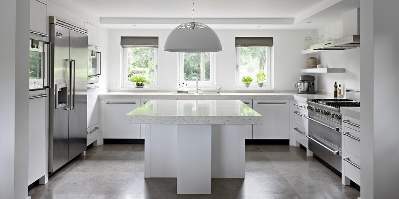 Moderne Strakke Keuken : Moderne eikenhouten keuken met terrazzo werkblad