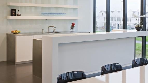 Moderne Keuken In Amsterdam Met Houten Fronten En Betonnen Werkblad ...